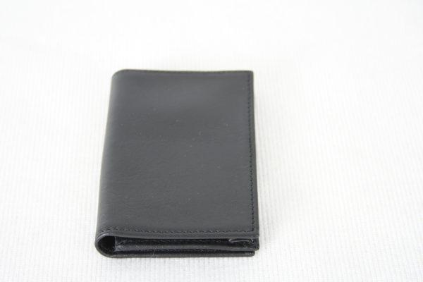Кожаная визитница для своих визиток и кредитных карт