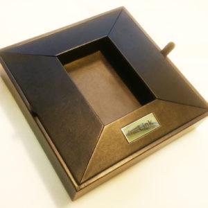 Подставка-ложемент из кожзама под часы