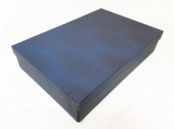 Коробка картонная, крышка-дно, каширована синим бумвинилом